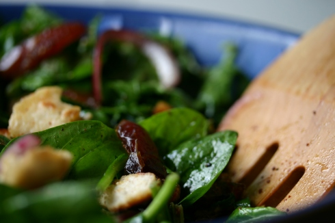 Spinach, date and almond salad