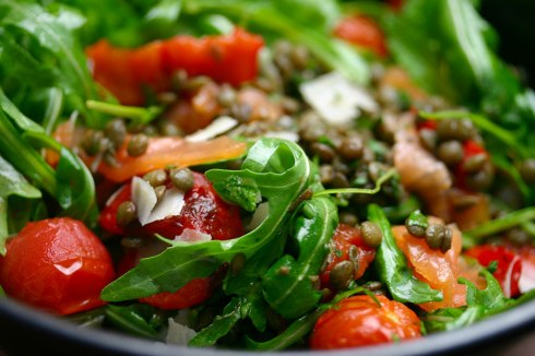 Smoked salmon and lentil salad