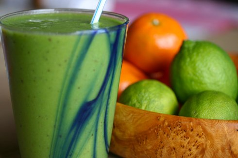 Spinach-pear-lime smoothie