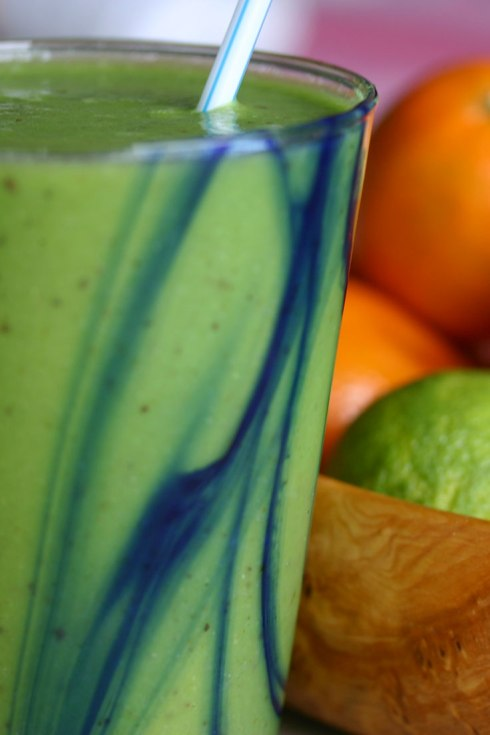 Spinach, pear, lime and ginger smoothie