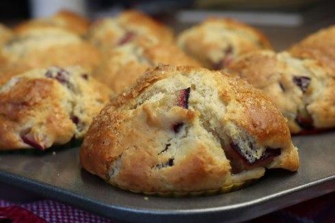 spiced plum muffins